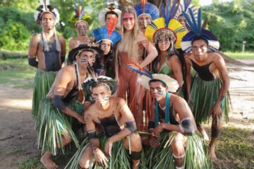 Belita in Tribu con Indios in Brasile