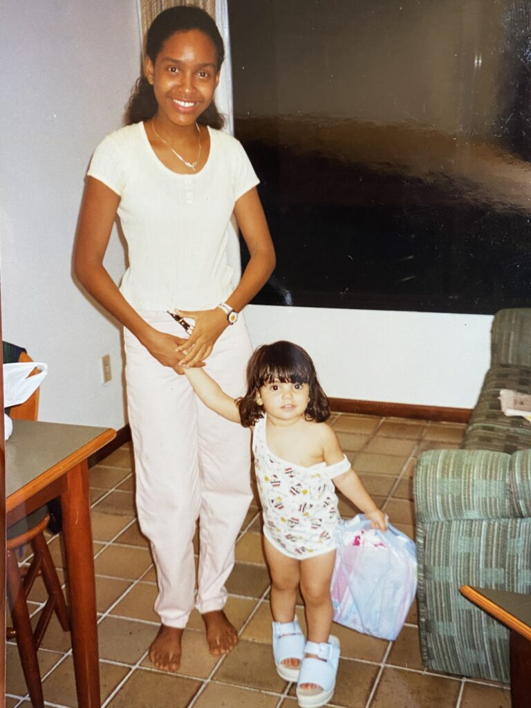 Debora conhecida como Ninha com mini Belita